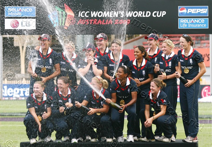 [England Team Celebrating the World Cup Win, Sydney 2009] © Don Miles